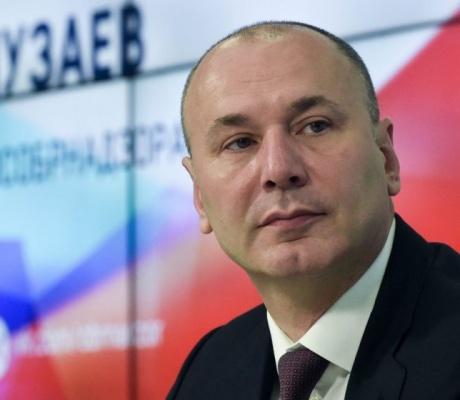 Руководитель Федеральной службы по надзору в сфере образования и науки Анзор Музаев провел традиционную Всероссийскую встречу с родителями